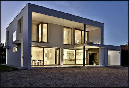 Vivienda Unifamiliar Picassent (2012): Casas de estilo minimalista de DosiCreatius