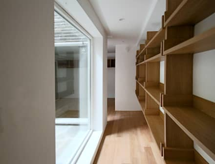 4인 가족을 위한 2층 현대 한옥: 디자인 스루딥의  서재 & 사무실