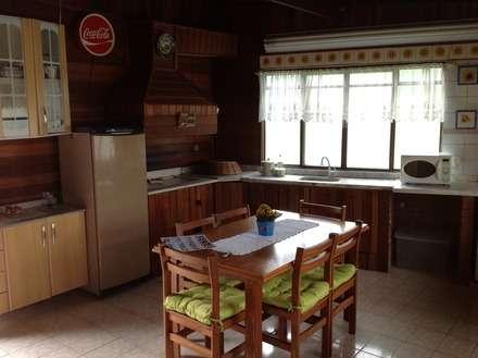 Kitchen units by STUDIO ROCHA ARQUITETURA E DESIGN DE INTERIORES