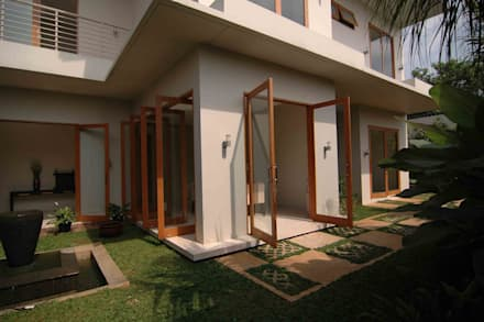 Residential_Landed_Semi-Detached House:  Jendela by daksaja architects and planners