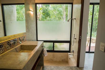 Casa Fortuna: Baños de estilo  por CO-TA ARQUITECTURA