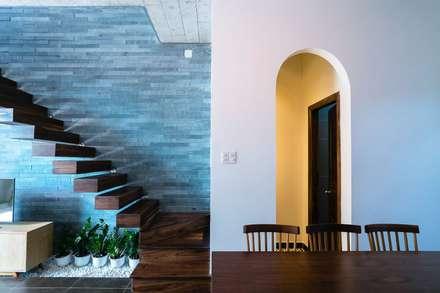 Thiết Kế Nhà 3 Tầng 5x8m Thoáng Mát Với Chi Phí 900 Triệu Ở Gò Vấp:  Cầu thang by Công ty TNHH Xây Dựng TM – DV Song Phát