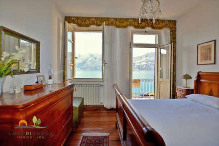 Historische Stadtvilla direkt am Gardasee: mediterrane Schlafzimmer von Lago di Garda Immobilien