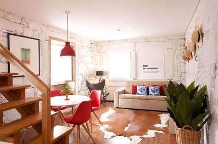 Apartamentos Rua de Trás - Alojamento turístico (7 apartamentos) - Centro do Porto: Salas de jantar escandinavas por SHI Studio, Sheila Moura Azevedo Interior Design