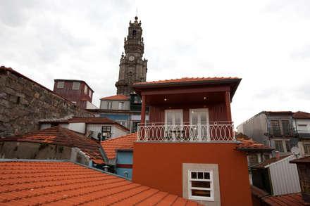 Apartamentos Rua de Trás - Alojamento turístico (7 apartamentos) - Centro do Porto: Casas escandinavas por SHI Studio, Sheila Moura Azevedo Interior Design