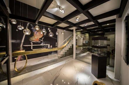 oro_2017: Sala multimediale in stile  di Studio di Segni