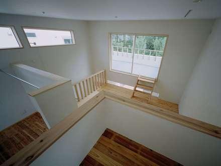 高浜台の家: 前田工務店が手掛けた書斎です。