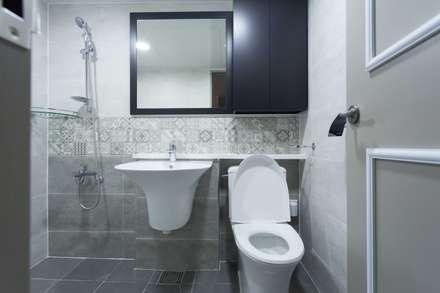 공용욕실: DECORIAN의  화장실