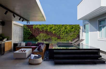 Casa LV: Piscinas modernas por Hobjeto Arquitetura