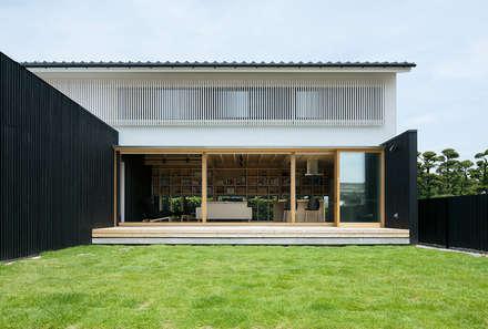Casa di legno in stile  di 伊藤憲吾建築設計事務所