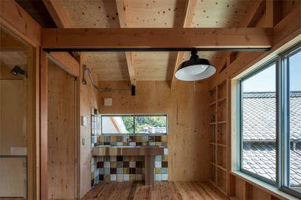 Cocinas integrales de estilo  por 伊藤憲吾建築設計事務所