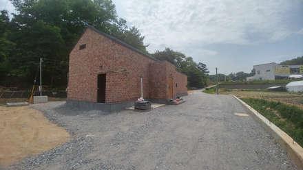 외부 전경(전면): (주)건축&건축사사무소예일의  단층집