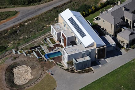 Residence, Little Walmer Golf Estate:  Roof by The Matrix Urban Designers and Architects