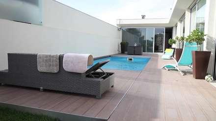 Cobertura Automática especial para piscinas: Piscinas modernas por PRORUPER - Unipessoal, Lda.
