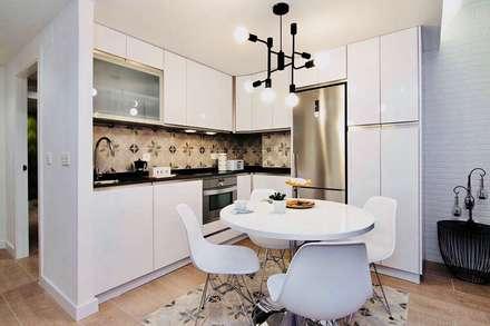 REFORMA LOW COST: Cocinas de estilo ecléctico de ESPACIOS, ALBERTO ARANDA
