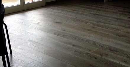 SOPPALCHI: Pavimento in stile  di VERSILIA SCALE