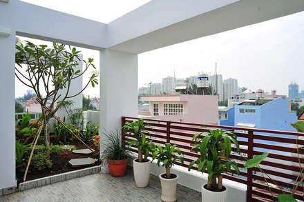 Cây xanh xuất hiện ở mọi nơi:  Hiên, sân thượng by Công ty TNHH Xây Dựng TM – DV Song Phát