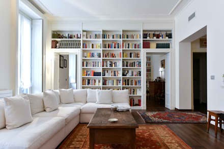 Abitazione privata - Milano: Soggiorno in stile in stile Classico di CN Arredamento Design Srl