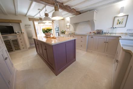 Country Cottage: Dijon Tumbled Limestone: country Kitchen by Quorn Stone