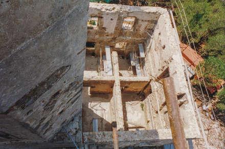 Antico Faro delle Vaccarecce: Villa in stile  di Morelli & Ruggeri Architetti
