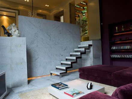 CASA DAS CALDEIRAS / AÇORES: Salas de estar industriais por Carlos Mota- Arquitetura, Interiores e Design
