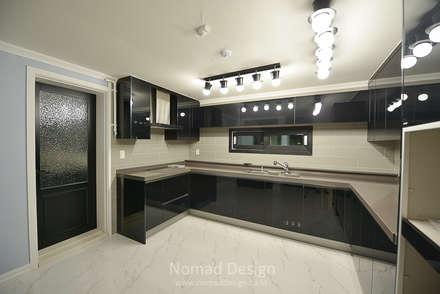 부산 다대포현대아파트 69평 인테리어: 노마드디자인 / Nomad design의  주방