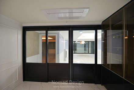 부산 다대포현대아파트 69평 인테리어: 노마드디자인 / Nomad design의  문