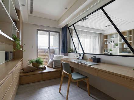 ห้องทำงาน/อ่านหนังสือ by 存果空間設計有限公司