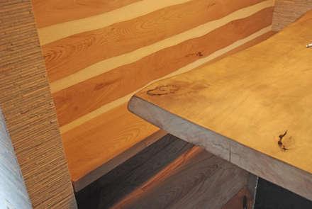 Ermellino: Sala da pranzo in stile in stile Scandinavo di gambardella e  rossi architetti