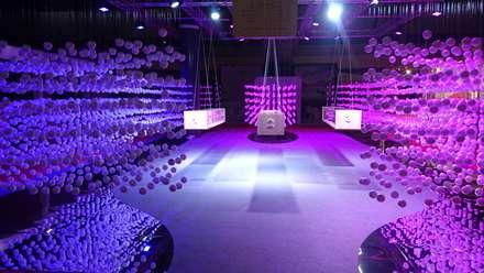 Pabellón diseñado y fabricado para el Ifema dentro de la feria Expooptica 2016.: Ferias de estilo  de Mimetrica Diseña a tu medida