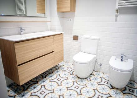 Baño principal: Baños de estilo mediterráneo de Grupo Inventia