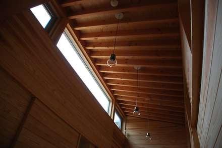 Fenster von 丸菱建築計画事務所 MALUBISHI ARCHITECTS
