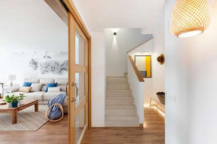 Tres Cantos I: Escaleras de estilo  de itta estudio