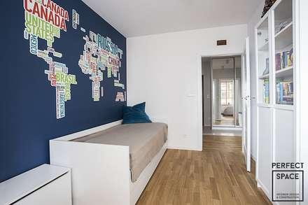 Lokum współczesnej rodzinki: styl , w kategorii Pokój dziecięcy zaprojektowany przez Perfect Space