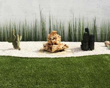 Un giardino da guardare: Giardino roccioso in stile  di AbitoVerde
