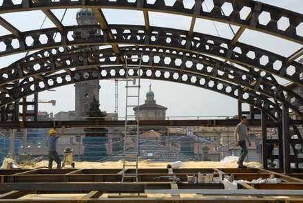 COMO 10: Tetto in stile  di Enzo Cantoni Architetto