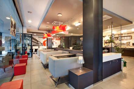Bar Lounge: Bar & Club in stile  di Tratto Sottile