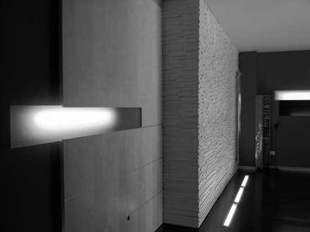 V apartment: Porte scorrevoli in stile  di Studio ARCHEXTE' _ Vincenzo Castaldi Architetto