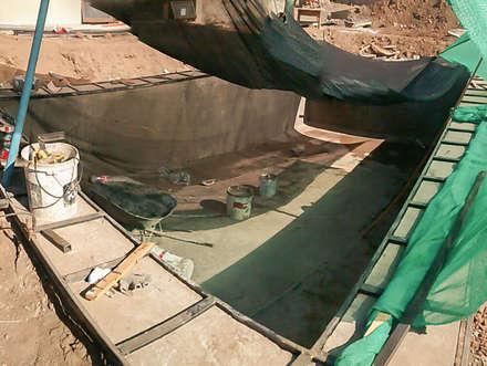 Estructura metalica de soporte deck: Piscinas de jardín de estilo  por Piscinas Espectaculares