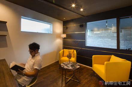 リバーサイドに佇むハイグレードなデザイン住宅: 納得住宅工房株式会社 Nattoku Jutaku Kobo.,Co.Ltd.が手掛けた書斎です。