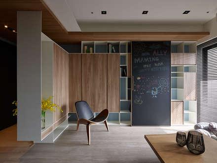 Salas / recibidores de estilo escandinavo por 築青室內裝修有限公司