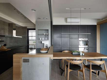 scandinavian Kitchen by 築青室內裝修有限公司