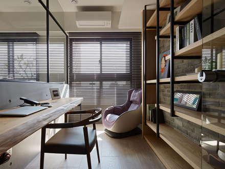 Estudios y biblioteca de estilo  por 築青室內裝修有限公司