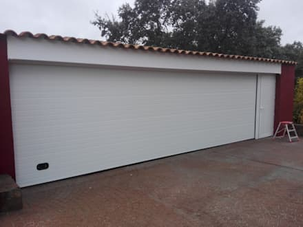 Garage Doors by Reformas Solum S.L.