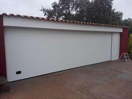 Reforma garaje en Urb. El Golf. Las Rozas: Puertas de garaje de estilo  de Reformas Solum S.L.