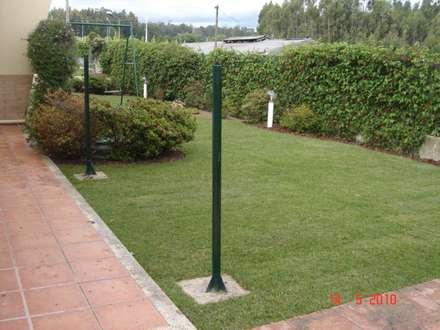 Jardim particular: Jardins clássicos por Viveiros da Boa Nova, Lda