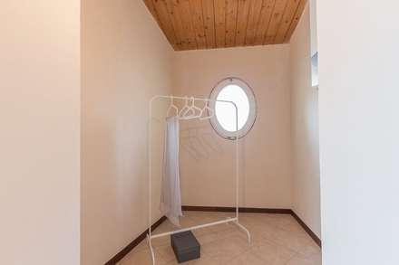 Appartamento Mazzini: Spogliatoio in stile  di Anna Leone Architetto Home Stager