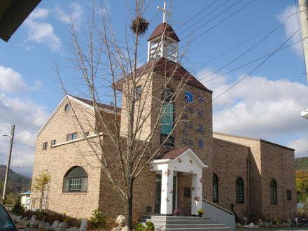 경분 김천시 구성교회: (주)건축&건축사사무소예일의  빌라