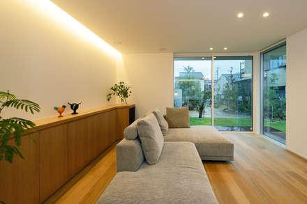 豊橋市 八町通の家: スタジオグラッペリ 1級建築士事務所 / studio grappelli architecture officeが手掛けたリビングです。