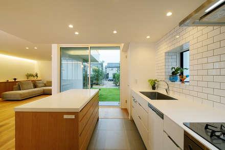 豊橋市 八町通の家: スタジオグラッペリ 1級建築士事務所 / studio grappelli architecture officeが手掛けたキッチンです。